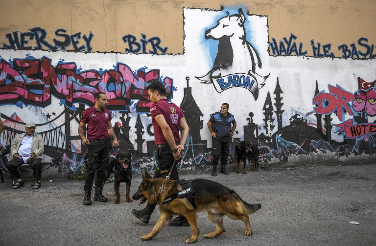Turkish police officers stand with their dogs as they prevent LGBT rights activists from going ahead with a Gay Pride annual parade on June 25, 2017 in Istanbul, a day after it was banned by the city governor's office. (AFP PHOTO / BULENT KILIC)