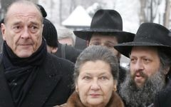 This file photo taken on January 27, 2005 at Auschwitz-Birkenau shows French President Jacques Chirac (L) and former Auschwitz prisoner and former French Health Minister Simone Veil, at the former Auschwitz Nazi death camp, before ceremonies marking the 60th anniversary of the liberation Auschwitz-Birkenau, where more than one million people died. Veil, an Auschwitz survivor who played a leading role in legalizing contraception and abortion in France, died on June 30, 2017 aged 89 (AFP PHOTO / PATRICK KOVARIK)