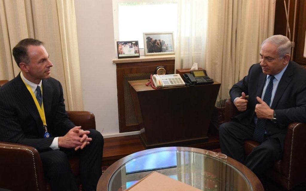 Prime Minister Benjamin Netanyahu meets eBay CEO Devin Wenig in Jerusalem, on June 5, 2017. (Haim Tzach/ GPO)