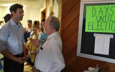 Democratic candidate Jon Ossoff speaks with Perry Taylor, Jr as he visits his Sandy Springs Field Office to thank volunteers as he runs for Georgia's 6th Congressional District on June 17, 2017 in Sandy Springs, Georgia.  Joe Raedle/Getty Images/AFP)