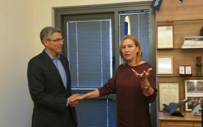 Illustrative: Zionist Union MK Tzipi Livni meets with President  of the Union for Reform Judaism Rabbi Rick Jacobs on June 26, 2017 (Courtesy)