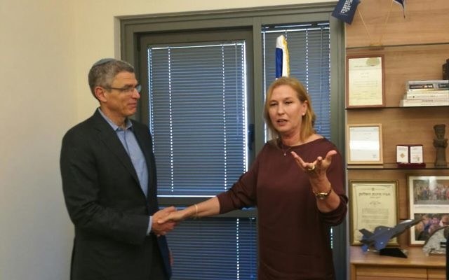 Zionist Union MK Tzipi Livni meets with President of the Union for Reform Judaism Rabbi Rick Jacobs on June 26, 2017 (Courtesy)