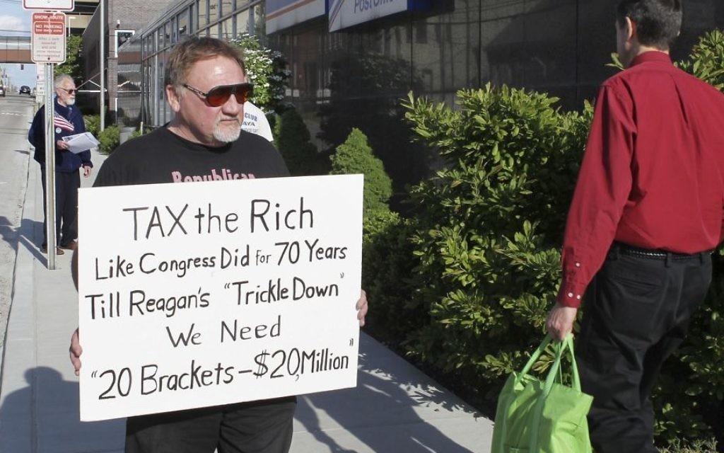 James Hodgkinson protests outside the United States Post Office in Downtown Belleville, Illinois, April 17, 2012. (Derik Holtmann/Belleville News-Democrat, via AP)