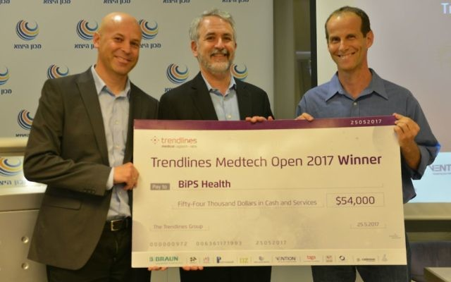 BiPS wins Trendlines competition - left to right: Yuval Almougi, VP New Ventures, Trendlines Medical; Steve Rhodes, chairman and CEO of Trendlines; Ran Keren, CEO of BiPS (Courtesy: Louiz Green)