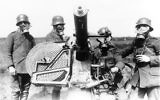 Illustrative image of German gunners wearing gas masks, with Maxim Flak M14  37 mm. (CC BY-SA Bundesarchiv, Bild 183-R52907, Wikimedia commons)