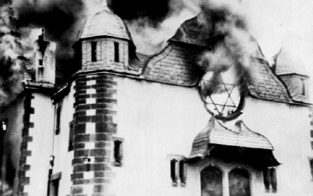 Illustrative image of a Synagogue burning on Kristallnacht, in Nazi-Germany, 9 November 1938. (Public domain, Wikimedia commons)