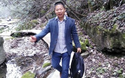 In this photo from March 2016 and released by Deng Guilian, Li Zhao is seen at a scenic spot in Nanzhang county, Xianyang city, in central China's Hubei province. (Deng Guilian via AP)