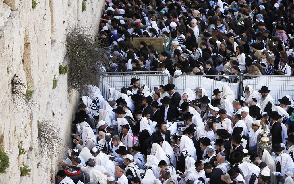 Jewish women and men pray in front of the Western Wall in Jerusalem's Old City, during the Cohen Benediction priestly blessing at the Jewish holiday of Passover, April 09, 2012. (Miriam Alster/Flash90)