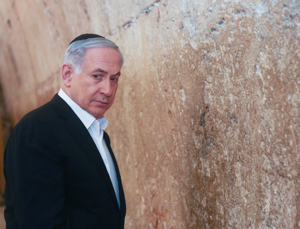 Prime Minister Benjamin Netanyahu visits the Western Wall in Jerusalem's Old City, February 28, 2015. (Marc Israel Sellem/POOL)