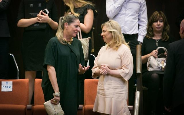 Michal Herzog, wife of opposition leader Isaac Herzog, speaks to Sara Netanyahu at the opening of the winter session of the Knesset on October 12, 2015 (Miriam Alster/FLASH90)
