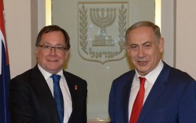 Prime Minister Benjamin Netanyahu (R) meets with Foreign Minister of New Zealand Murray McCully  in Jerusalem, November 17, 2016. (Amos Ben Gershom/GPO)
