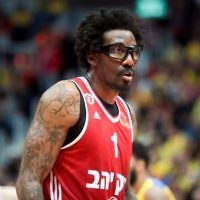 Hapoel Jerusalem basketball player Amar'e Stoudemire seen during the match between Maccabi Tel Aviv and Hapoel Jerusalem at the National Cup final game in Jerusalem, on February 16, 2017. (Flash90)