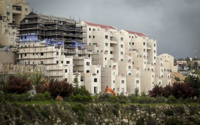 Construction in the Israeli West Bank settlement of Kiryat Arba, near the city of Hebron, on April 2, 2017. (Wisam Hashlamoun/ Flash90)