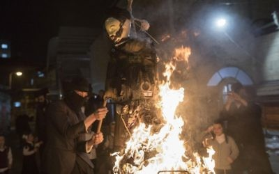 Ultra-Orthodox Jews burn an effigy of an Israeli soldier during celebrations marking the Jewish holiday of Lag B'Omer in the Jerusalem neighborhood of Mea Shearim, May 13, 2017 (Noam Revkin Fenton/Flash90)