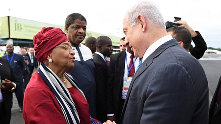 Prime Minister Benjamin Netanyahu is greeted by Liberian President Ellen Johnson-Sirleaf at the airport in Liberia's capital Monrovia after arriving for an official state visit on June 4, 2017. (Kobi Gideon/GPO/Flash90)