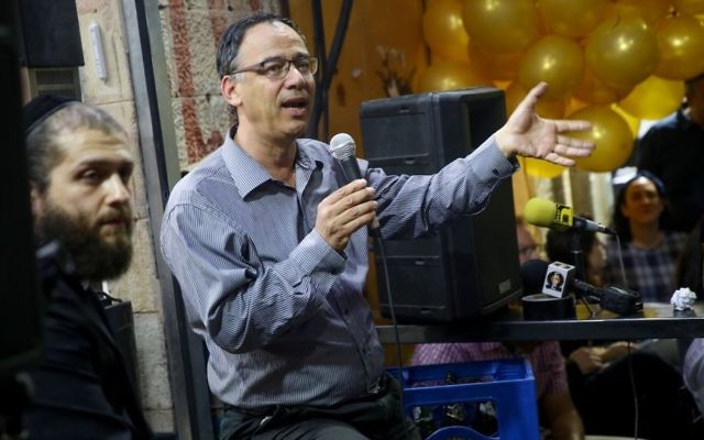 State Prosecutor Shai Nitzan speaks at a pub in the Mahane Yehuda market in Jerusalem,  June 5, 2017. (Hadas Parush/Flash90)