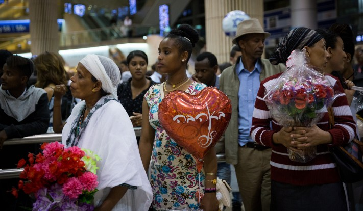 A crowd of more than 200 people waited for the new Ethiopian immigrants on June 6, 2017 at Ben Gurion Airport. (Miriam Alster/Flash90)