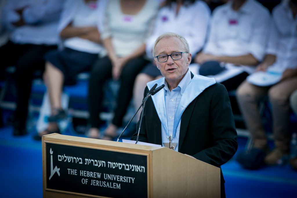 David Grossman receives an honorary doctorate at the Hebrew University of Jerusalem's annual convocation, on June 11, 2017 (Miriam Alster/FLASH 90)