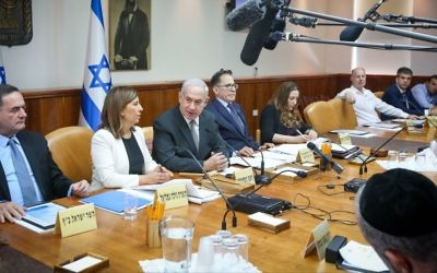 Prime Minister Benjamin Netanyahu leads the weekly cabinet meeting at the Prime Minister's Office in Jerusalem on June 11, 2017. (Marc Israel Sellem/POOL)