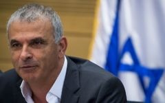 Finance Minister Moshe Kahlon speaks during a Labor, Welfare and Health Committee meeting at the Knesset in Jerusalem on June 19, 2017. (Yonatan Sindel/Flash90)