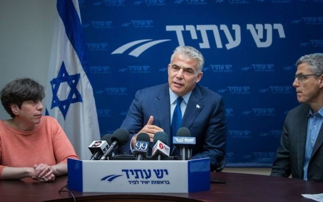 Yesh Atid party leader Yair Lapid flanked by Rabbi Rick Jacobs, president of the Union for Reform Judaism, and Rabbi Julie Schonfeld, head of the Conservative movement, in the Knesset on June 26, 2017 -- a day after the cabinet froze a deal to formalize pluralistic prayer at the Western Wall (Yonatan Sindel/Flash90)