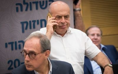 Jewish Agency chairman, Natan Sharansky (R) and MK Nachman Shai attend the lobby for strengthening ties with the Jewish world at the Knesset, Israel's Parliament, June 27, 2017. (Yonatan Sindel/Flash90)