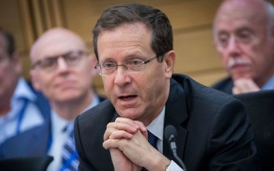 Opposition leader Isaac Herzog speaks at the lobby for strengthening ties with the Jewish world at the Knesset, June 27, 2017. (Yonatan Sindel/Flash90)