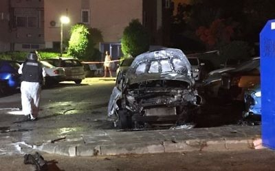 The scene of a suspected gangland bombing in Ashkelon on June 27, 2017. (Israel Police)