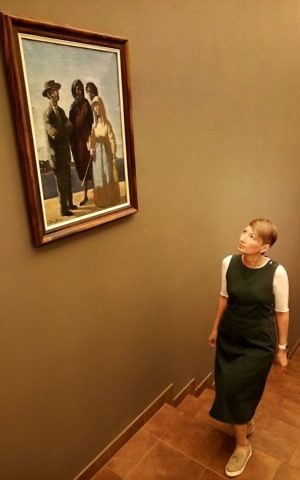 Svetlana Khvostova walking through the Schneerson Collection. (Courtesy)