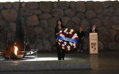 Nikki Haley, the American ambassador to the UN, lays a memorial wreath at Yad Vashem in Jerusalem on Friday, June 9, 2017 (Jorge Novominsky/Yad Vashem)