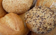 Illustrative: A basket of sesame bread, multi-grain bread, rye bread, and others. (Wikipedia/3268zauber/CC BY-SA)