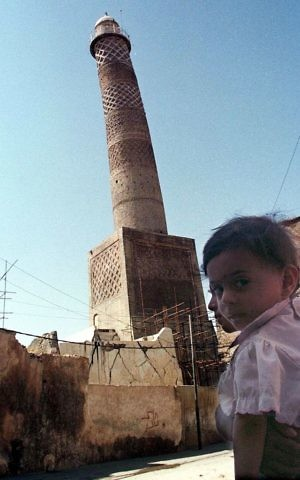 The tilting al-Hadba minaret in Mosul, Iraq, September 25, 1998. (AP Photo/Jassim Mohammed, File)