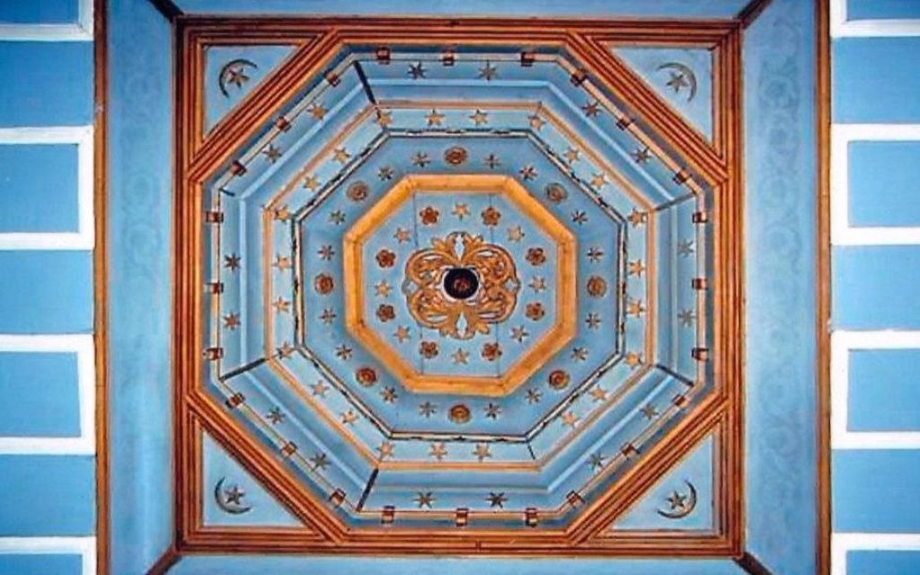 Muslim design idenity: Octagonal wooden ceiling painting (Courtesy)