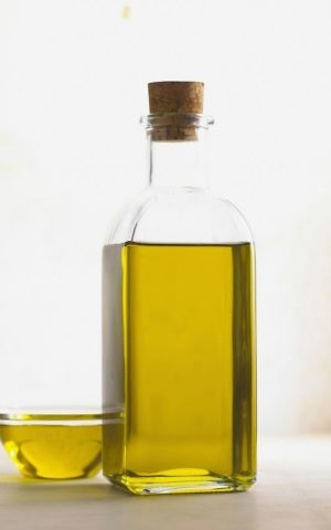 Illustrative photo of extra-virgin olive oil. (CC BY-SA 2.0, Consell Comarcal del Baix Empordà, Wikimedia Commons)