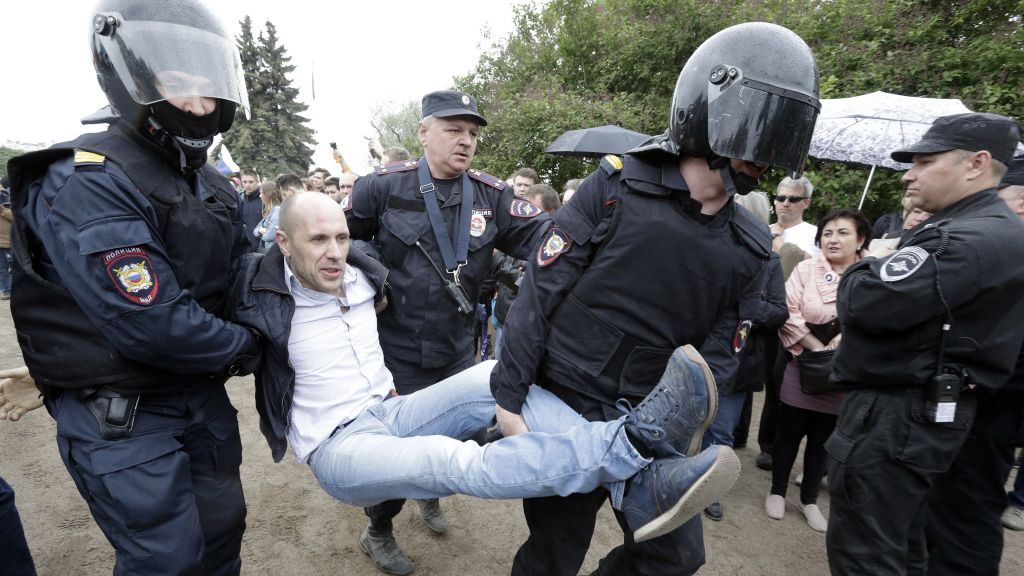 Police detain a protester during anti corruption rally in St.Petersburg, Russia, Monday, June 12, 2017. Riot police in St. Petersburg have begun detaining demonstrators in an unsanctioned opposition rally in the center of the city. (AP Photo/Dmitry Lovetsky)