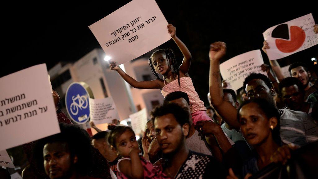 "African migrants protest against the ""Deposit Law"" in Tel Aviv, June 10, 2017. (Tomer Neuberg/Flash90)"