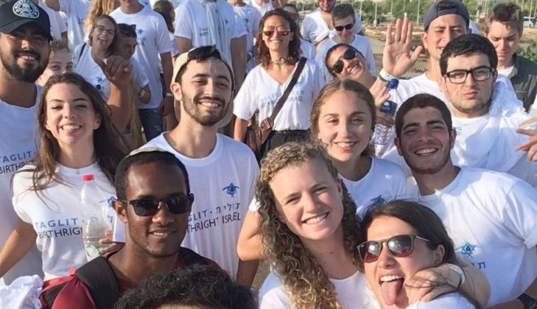 Birthright participants attend Birthright-Israel's 'Mega Event' at Live Park in Rishon Lezion on June 25, 2017. (courtesy)