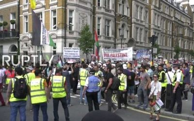 Hundreds of demonstrators march in support of Palestinians and Hezbollah in al-Quds Day March in London on June 28, 2017. (Screen capture: YouTube)