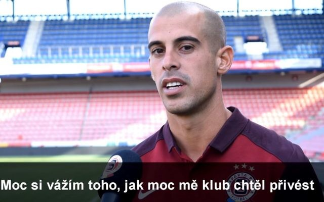 Israeli soccer player Tal Ben Haim signs to play for Sparta Prague, June 26, 2017. (Screen capture: YouTube /Sparta Prague)
