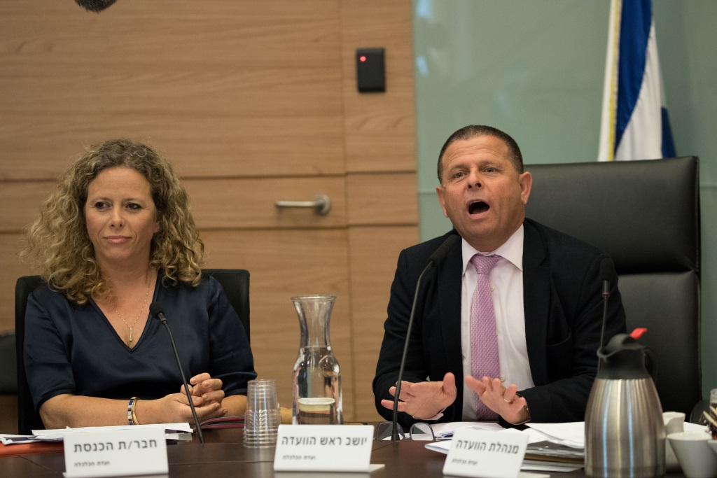 MK Eitan Cabel and MK Ayelet Nachmias Verbin at a meeting of the Knesset Economic Affairs Committee on June 6, 2017. (Photo by Yonatan Sindel/Flash90)