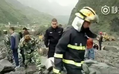 Search and rescue teams at the scene of a landslide in the village of Xinmo in southwest China's Sichuan Province on June 24, 2017. (screen capture: People's Daily China)