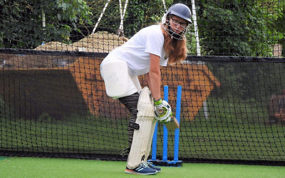 Cricketer Naomi Eytan in action (courtesy)