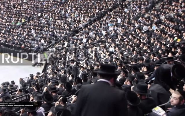 Some 20,000 anti-Zionist Jews attend a rally in New York against the Israeli army drafting ultra-Orthodox conscripts, June 11, 2017. (Screen capture: YouTube)