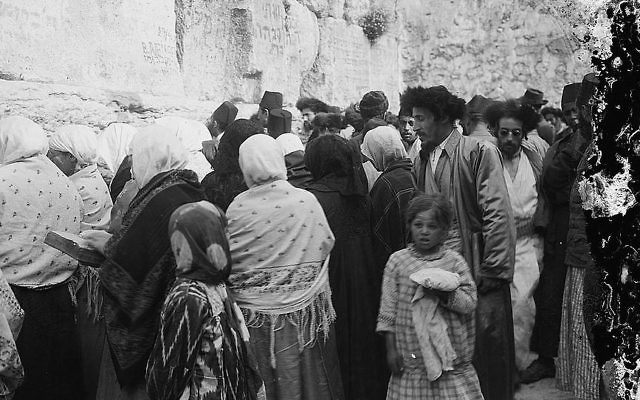 Jews praying at the Western Wall (circa 1917). (public domain/via Israel Daily Picture)