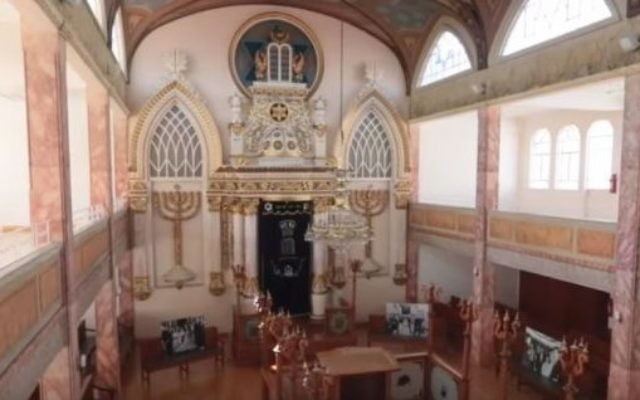 A view of the interior of the Historic Synagogue Justo Sierra 71 or Synaguoge Nidjei Israel in Mexico City seen in March 2016. (screen capture: YouTube)