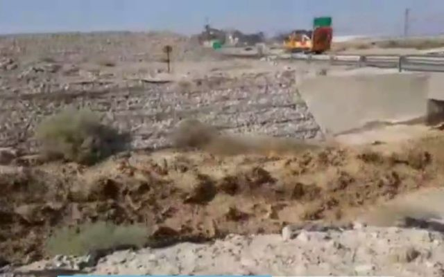 The muddy Ashalim stream flowing on Friday, June 30 2017 after acidic water leaked from a fertilizer plant nearby. (Screen capture Channel 2)
