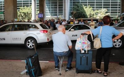 Passengers wait at Ben Gurion Airport, just outside Tel Aviv, as taxi drivers protest a 12 percent discount on fares introduced by management, June 12, 2017. (FLASH90)