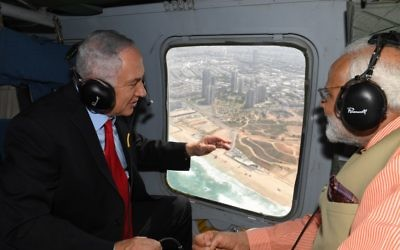 Prime Minister Benjamin Netanyahu (left) and his Indian counterpart, Narendra Modi, in a helicopter ride over Haifa, Jull 6, 2017 (Kobi Gideon/GPO)