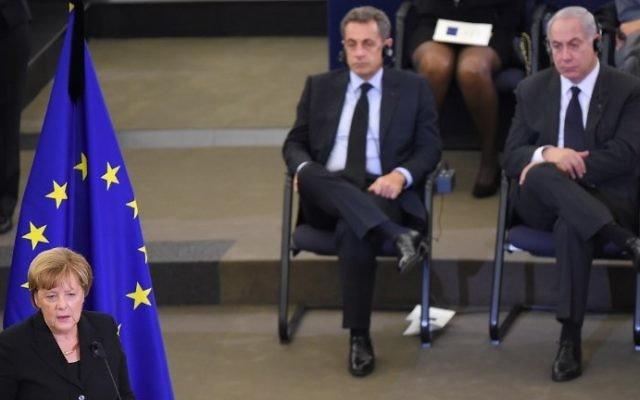 Germany's Chancellor Angela Merkel (L) speaks during a ceremony for the late German Chancellor Helmut Kohl, as France's former president Nicolas Sarkozy (C) and Israel's Prime Minister Benjamin Netanyahu look on, on July 1, 2017 at the European Parliament in Strasbourg, eastern France. (AFP PHOTO / PATRICK HERTZOG)