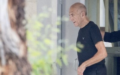 Former prime minister Ehud Olmert leaves Ramle's Ma'asiyahu prison on July 2, 2017, following his release. (AFP Photo/Jack Guez)